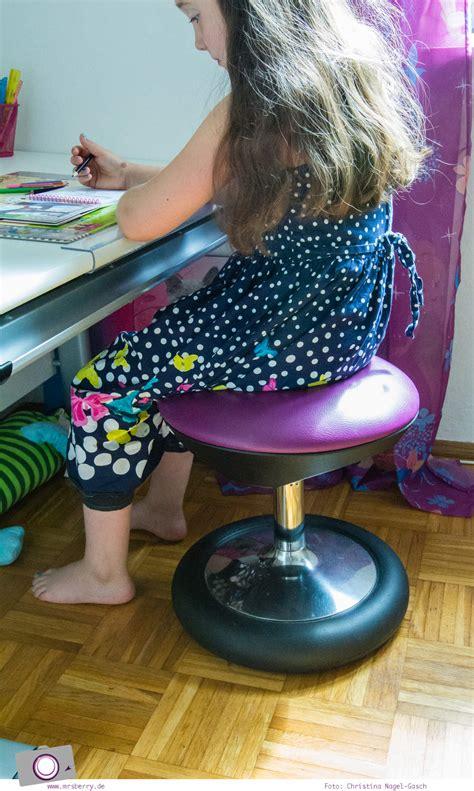 richtig sitzen am schreibtisch einschulung richtig sitzen f 252 r kinder mit dem topstar