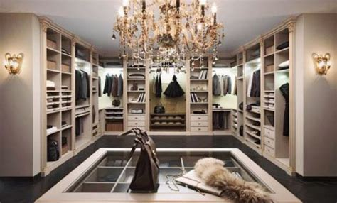Luxurious Closet by 11 Walk In Closets That You Will Never Want To Leave
