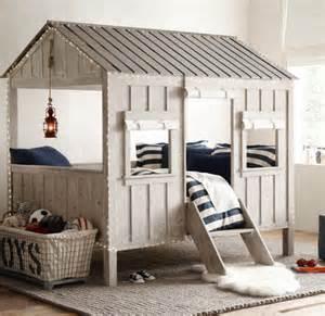lit enfant en forme de cabane