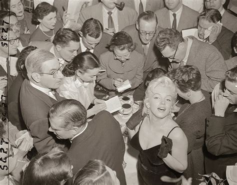 marilyn monroe bench press picture marilyn monroe laurence olivier at a press conference at