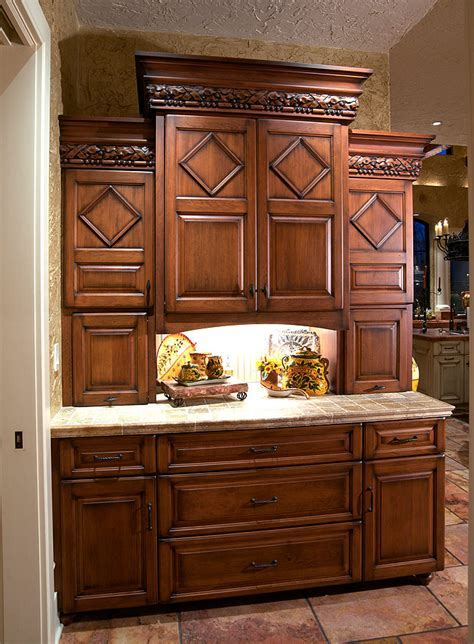 Mullet Cabinet ? Mediterranean/Tuscan Style Kitchen
