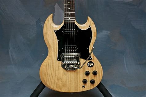 Tremollo Gibson gibson sg special with stetsbar tremolo reverb