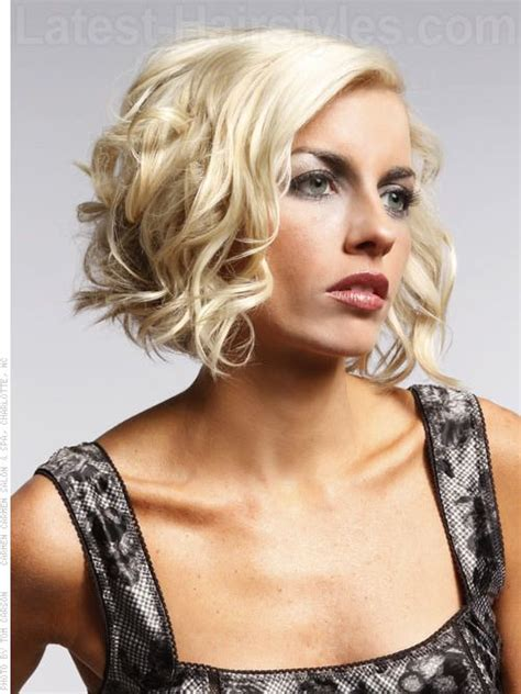 best brush for bob haircut medium curly a line bob hairstyle sideview blow dry hair