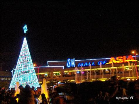 cheapest chrsitmas tree in manila sm moa as backdrop to solar powered tree picture of sm mall of asia pasay tripadvisor