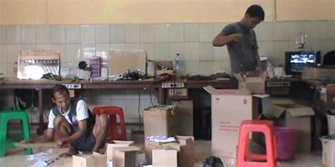Tv Rakitan Kusrin mengapa tv rakitan pria lulusan sd dihancurkan kejaksaan karanganyar urbandistro