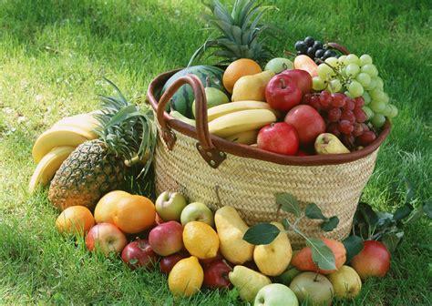 beragam macam manfaat buah buahan lokal  indonesia midteso