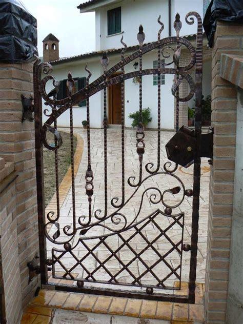 gabbia d oro tiziano ferro oltre 25 fantastiche idee su cancelli in ferro battuto su