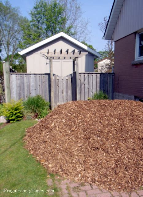 cheap mulch saving money and time cheap mulch for easier gardening