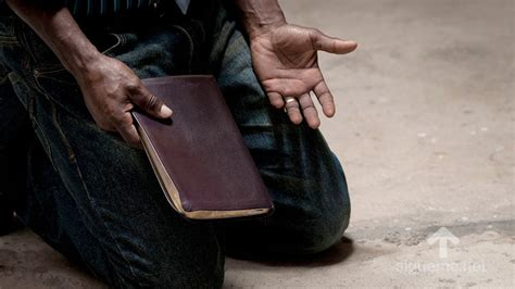 imagenes de hombres orando de rodillas donde esta el dios de elias predicas de leonard ravenhill
