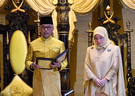 malaysian royals  pick  king  historic