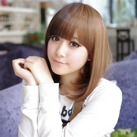 model rambut sebahu wanita  terlihat semakin cantik
