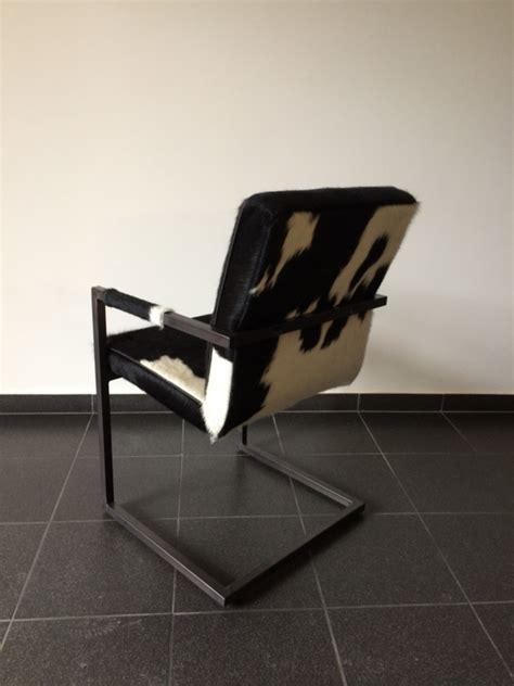 stoelen wit zwart vincent vintage stoel in zwart met wit koeienhuid