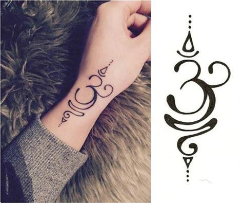 Henna Motive Bedeutung 3980 om symbol in kombination mit unalome spiralen tat
