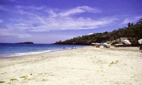 objek wisata pantai pasir putih situbondo jawa timur