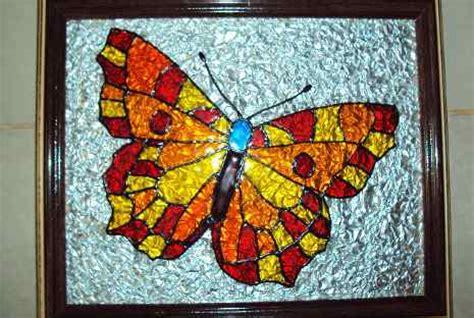 membuat kolase kupu kupu dari daun eksplorasi materi kreatif coba seni aluminium foil