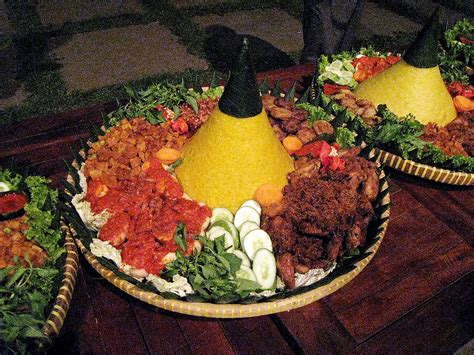cara membuat nasi kuning lengkap dengan lauk pauknya tumpeng wikipedia bahasa indonesia ensiklopedia bebas