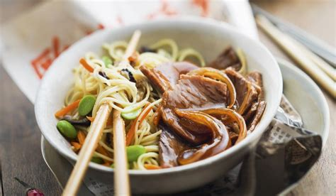 cuisiner nouilles chinoises d 233 couvrez les plats typiques de l asie yvelines