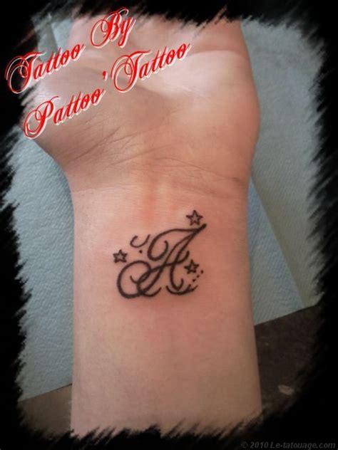 lettere tatuate tatouage lettre j