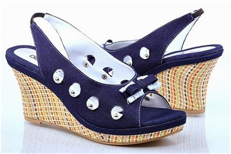 Lmaw5 Sepatu Wedges Biru 9 Cm sepatu wedges dan sandal wedges