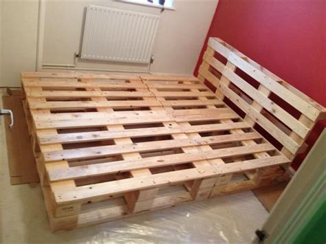 How To Make A Bed Frame Out Of Pallets 25 Best Ideas About Pallet Bed Frames On Diy Bed Frame Pallet Beds And Bed Frames