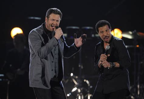 lionel richie e blake shelton taylor swift leads academy of country music awards 2012