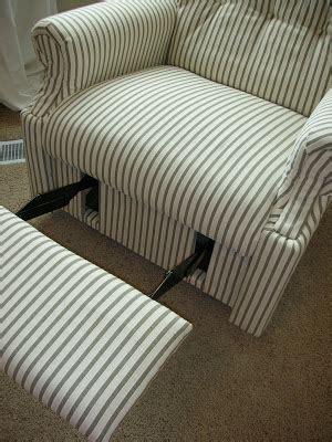 Reupholster A Lazyboy Recliner by Do It Yourself Divas Diy Reupholster An La Z Boy