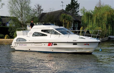 yacht boat hire uk boat hire on the norfolk broads norfolk broads direct