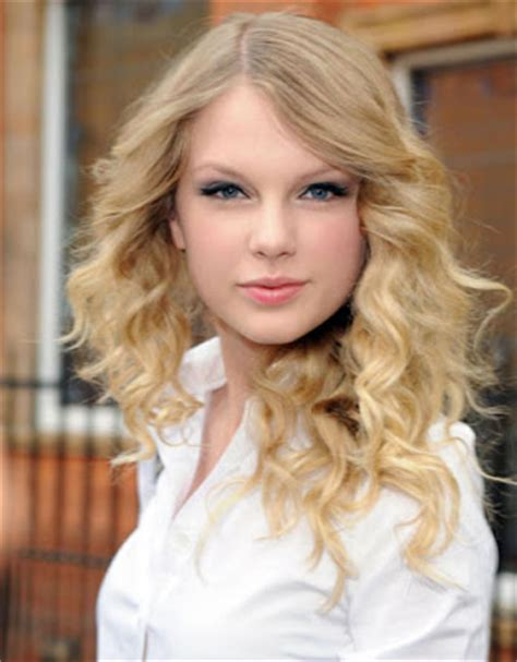 taylor swift biography about her childhood taylor swift biography pictures and biography
