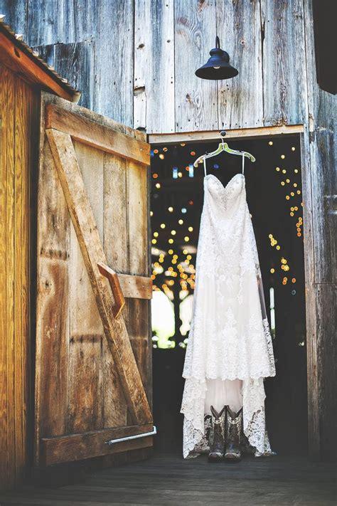 Barn Chic 25 Best Ideas About Barn Wedding Lighting On Pinterest