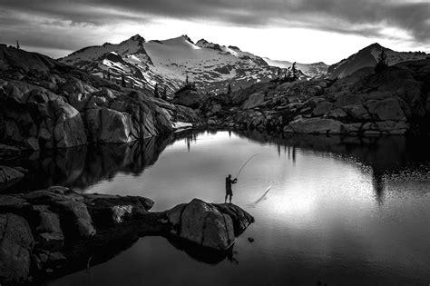 gambar hitam putih pemandangan harian nusantara