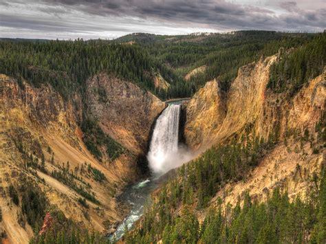 yellowstone lower falls waterfall in yellowstone yellowstone river lower falls yellowstone np wyoming