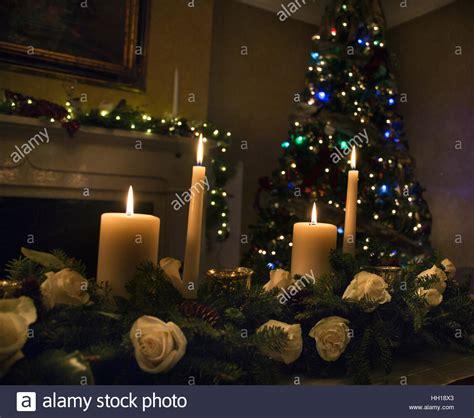 Composizioni Floreali Con Candele Tavola Di Natale Composizioni Floreali Con Candele E Con