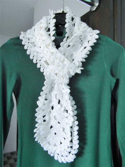 sciarpa con fiori all uncinetto sciarpa elegante all uncinetto donna abbigliamento