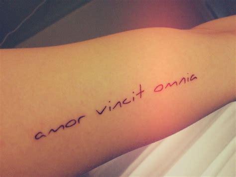 amor vincit omnia tattoo designs vincit omnia rib