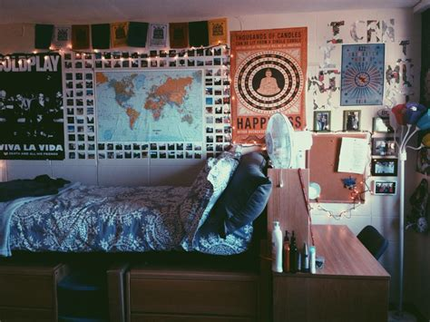 ways to decorate your room with pictures easy ways to decorate your dorm room
