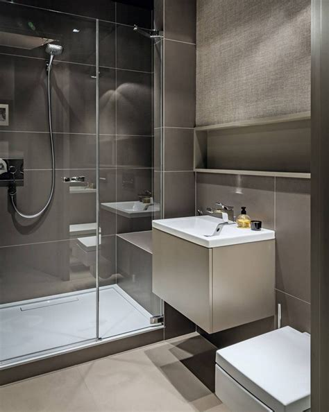 fliesenformate wandfliesen kleines bad in beige und taupe dusche mit glasabtrennung