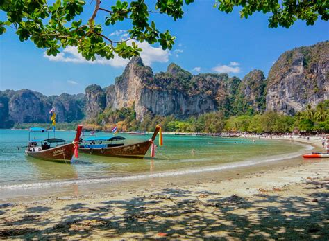 ten  romantic destinations  visit   love