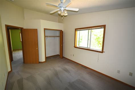 1 bedroom apartments in menomonie wi apartment for rent student housing menomonie wi 1521 6th st
