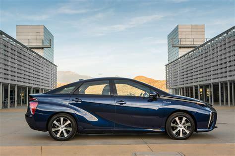 Hydrogen Car Toyota Toyota Mirai Hydrogen Car Gets Detailed Has 300 Mile