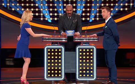 what is celebrity family feud steve harvey reacts to kellie pickler on celebrity family