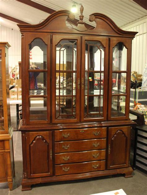 lexington furniture china cabinet lexington furniture china hutch top of the