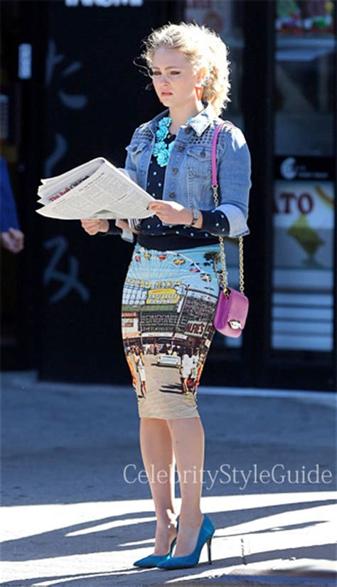 Carrie Diaries Wardrobe by Annasophia Robb Picture Canival Photo Skirt On Carrie