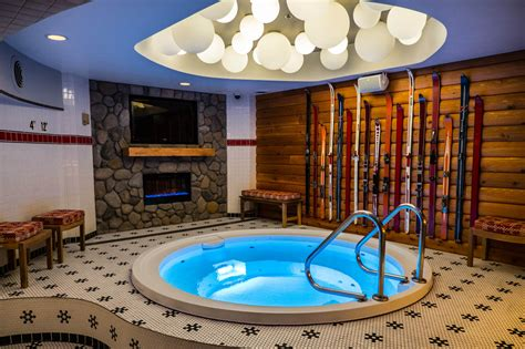 theme hotel chicago il a chicago hotel opens hot tub themed bar pool spa news