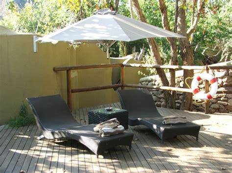 balkon liegen terrasse und garten sonnenschutz ideen sonnensegel und