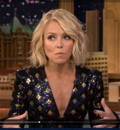 how does kelly ripa get the wave in her hair kelly ripa short bob haircut with loose waves kelly