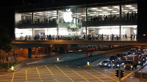 apple store hong kong malaysia pm najib razak wants apple to bring r d centre
