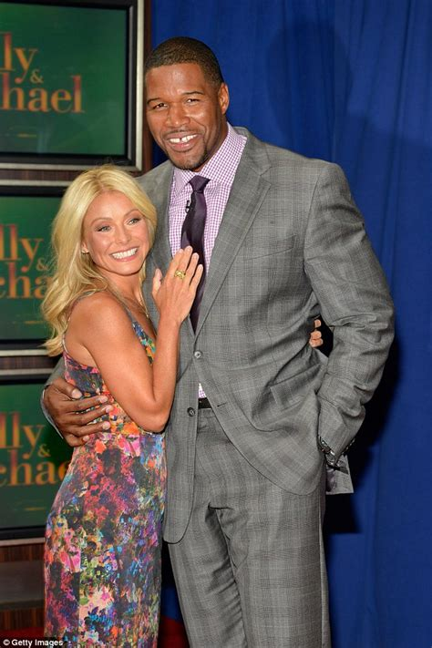what device does kelly ripa use on her hair kelly ripa hints pal anderson cooper may replace michael