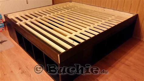 Ikea Kallax Bett by Ikea Hack So Wird Aus Kallax Regalen Ein Bett Buchie De