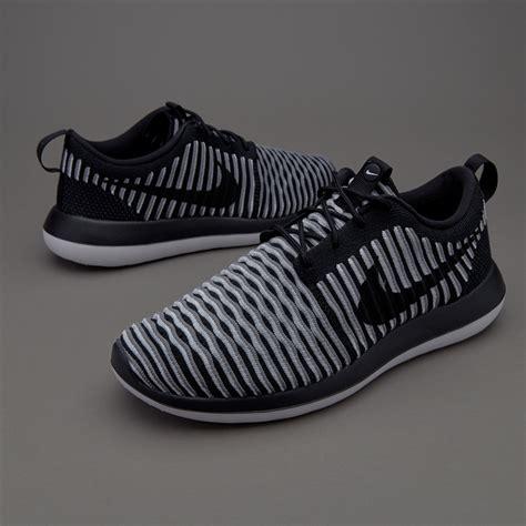 Sepatu Bola Nike Flyknit sepatu sneakers nike sportswear womens roshe two flyknit black