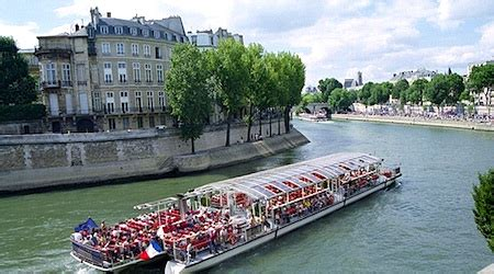 paris boat trip dinner paris river cruises which bateaux mouches is the best